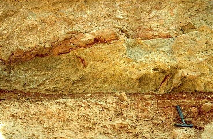 Contacto y inyección de diquecillos de arcilla, Daroca, impacto de Azuara