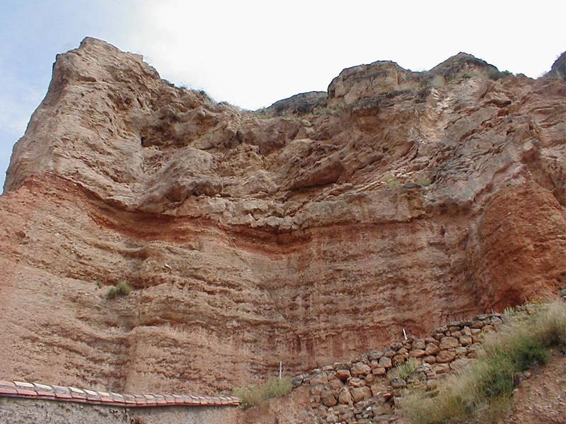 Estratificación del Terciario bajo el cabalgamiento de Daroca