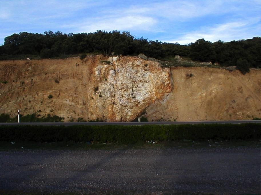 detalle megabloque megaclasto eyecta de impacto Azuara Mainar
